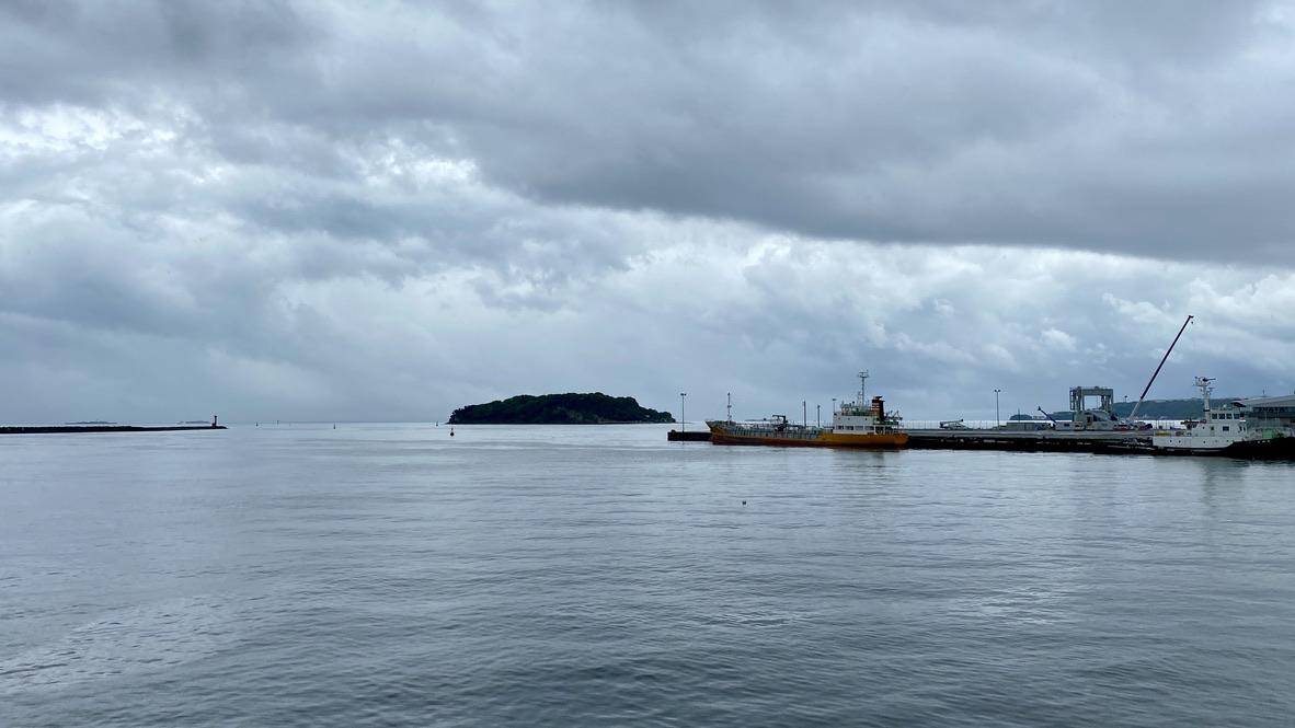 甲板から見える猿島の風景