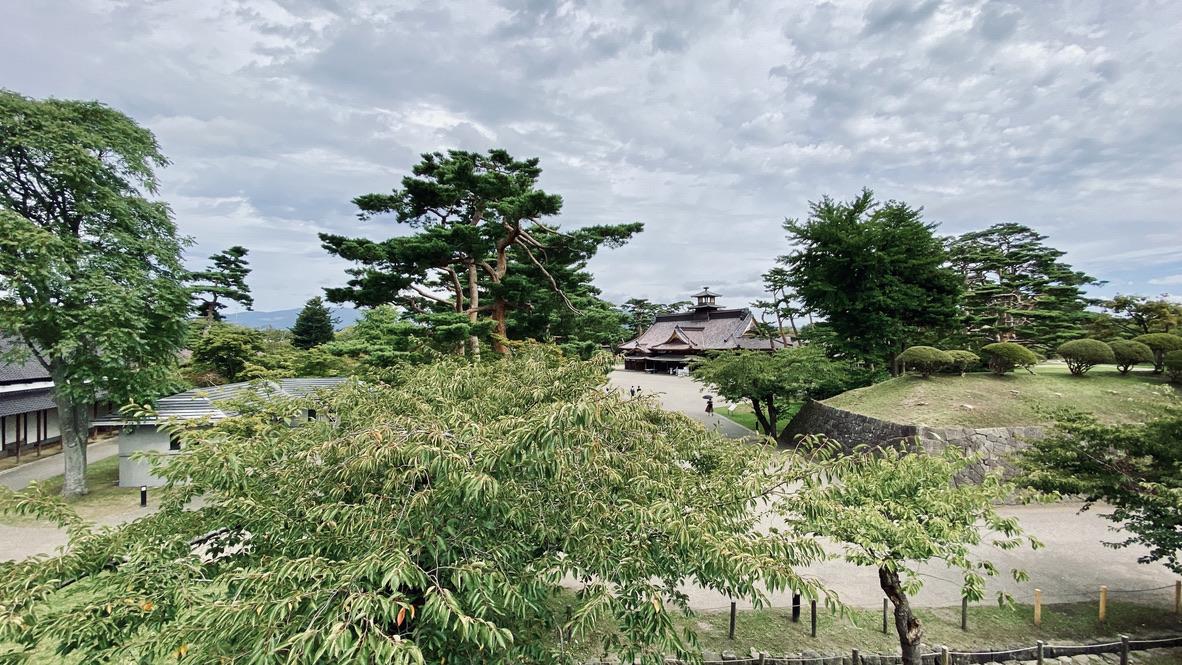 土塁から箱根奉行所を望む