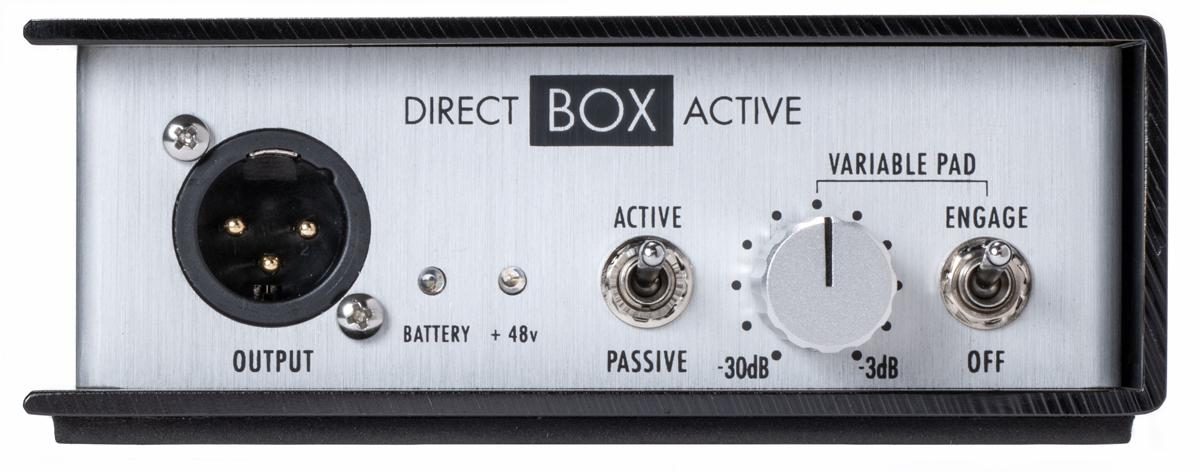 Direct Box Activeのフロント・パネル。マイク・アウト(XLR)、アクティブ/パッシブのモード切り替えスイッチ、VARIABLE PADノブとそのオン/オフ・スイッチを備えている