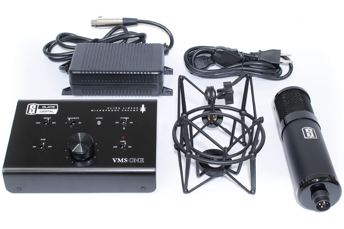 Virtual Microphone Systemのハードウェア。写真左のプリアンプがVMS-0neで、右のコンデンサー・マイクがML-1。どちらも汎用のプリアンプ/マイクとしても使用可能。8つのマイク・モデルと2つのプリアンプ・モデルを収録したパッケージはオープン・プライス(市場予想価格:125,000円前後)