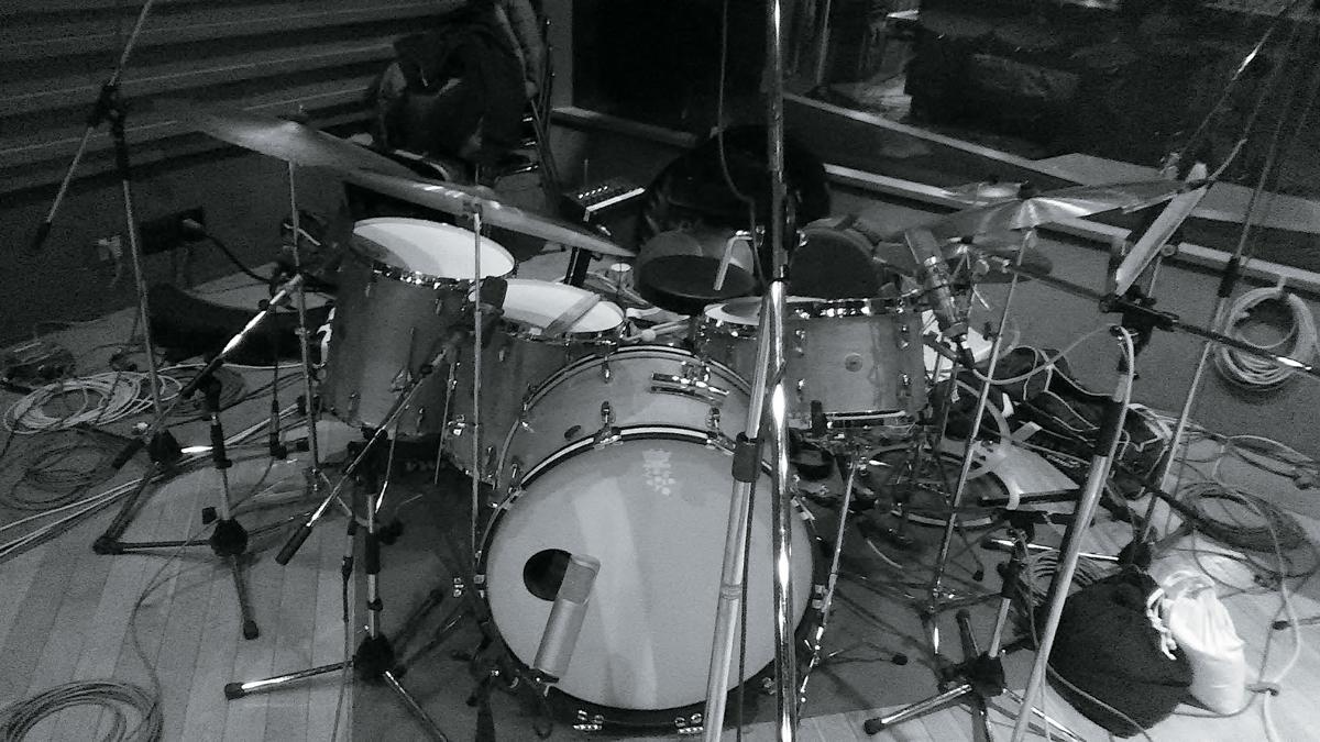 ROVOのドラム、芳垣安洋のレコーディング時のマイクセッティング