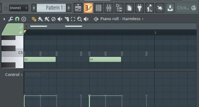 ピアノロールは画面上部でオレンジ色に点灯しているピアノロール・アイコンをクリックすれば開く。ピアノロール上部でノートを打ち込み、下部でベロシティを調節可能。打ち込んでいるパート以外のノートも薄く表示される