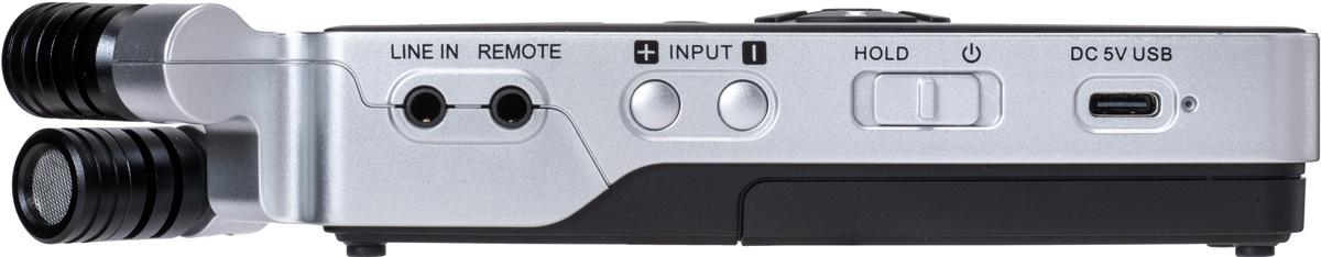 本体左側面にライン入力(ミニ・フォーン)、REMOTE入力(TRRSミニ)を装備。右にはインプット・レベルを調整するボタンとホールド機能を備えた電源スイッチを用意している。さらに右には電源供給用のUSB Type-C端子を備える