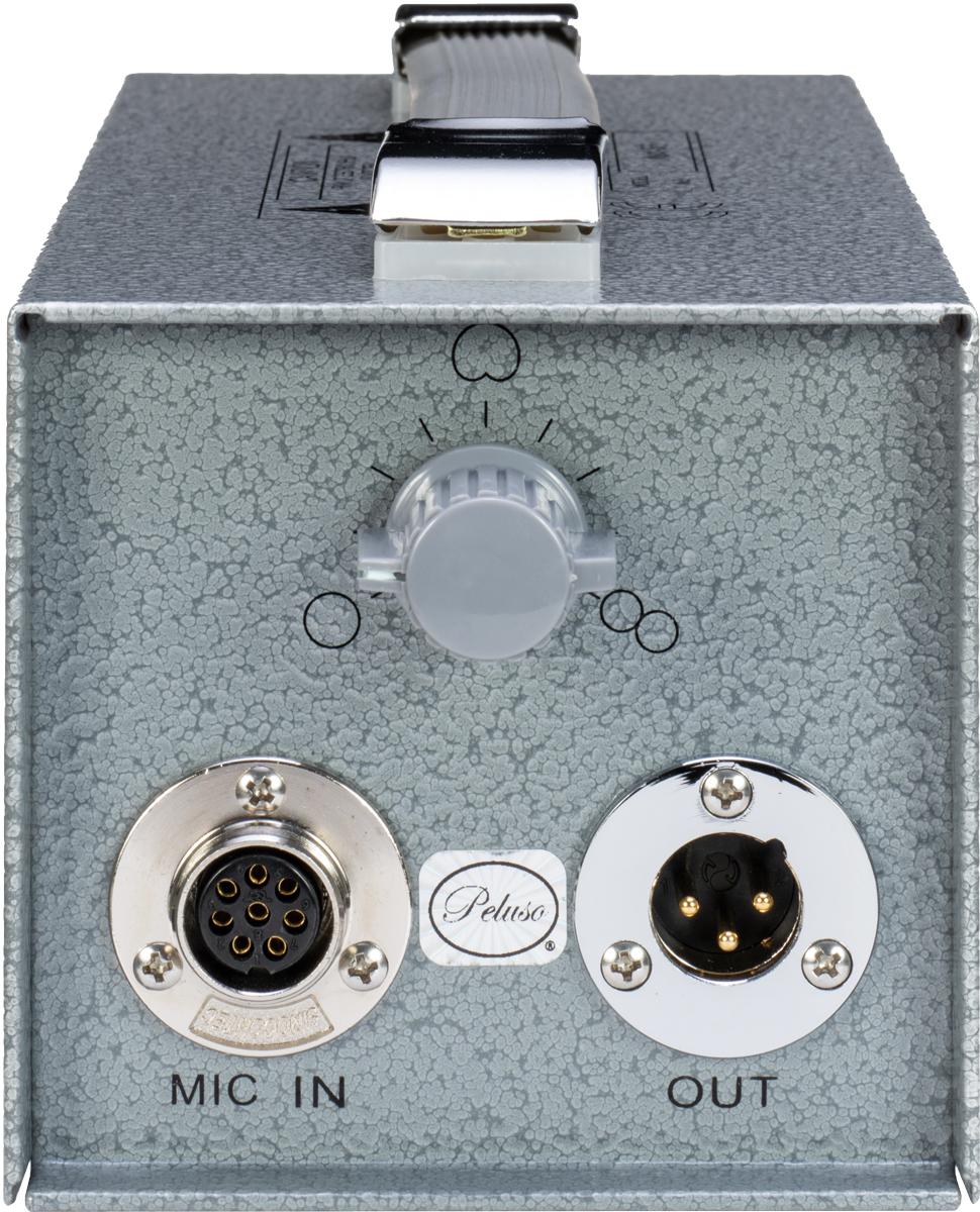 パワー・サプライMX-56には、無指向から双指向まで、9段階で指向性を切り替えられるスイッチを搭載。裏面には、電圧の切り替えスイッチと電源オン/オフ・スイッチを備える