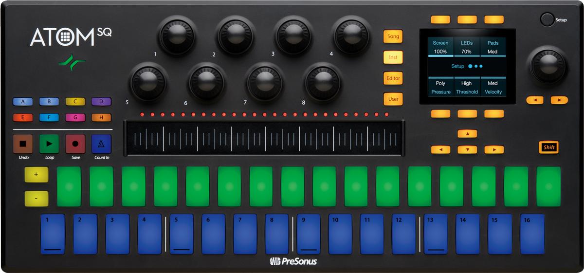 トランスポート用ボタンに加えて、エンコーダー・ノブ×8、タッチ・ストリップ、ディスプレイなどを装備。本体下部には、タッチ・センス対応パッドが16個×2列で並び、ステップ・シーケンス、パッド演奏、鍵盤演奏などシーンに応じて使い分けが可能となっている