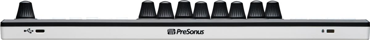 リア・パネルには、コンピューター接続用のUSB-C端子を搭載し、USBバス・パワーで駆動