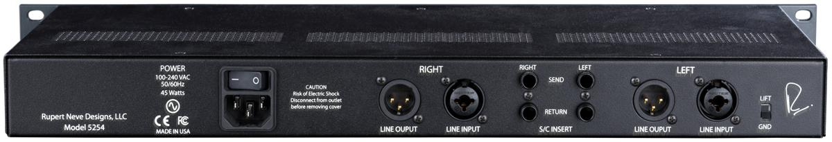 リア・パネルの端子群は、写真左からRchのライン・アウト(XLR)とライン・イン(XLR/TRSフォーン・コンボ)、両チャンネルのサイド・チェイン・インサート(フォーン)、Lchのライン・アウト(XLR)とライン・イン(XLR/TRSフォーン・コンボ)
