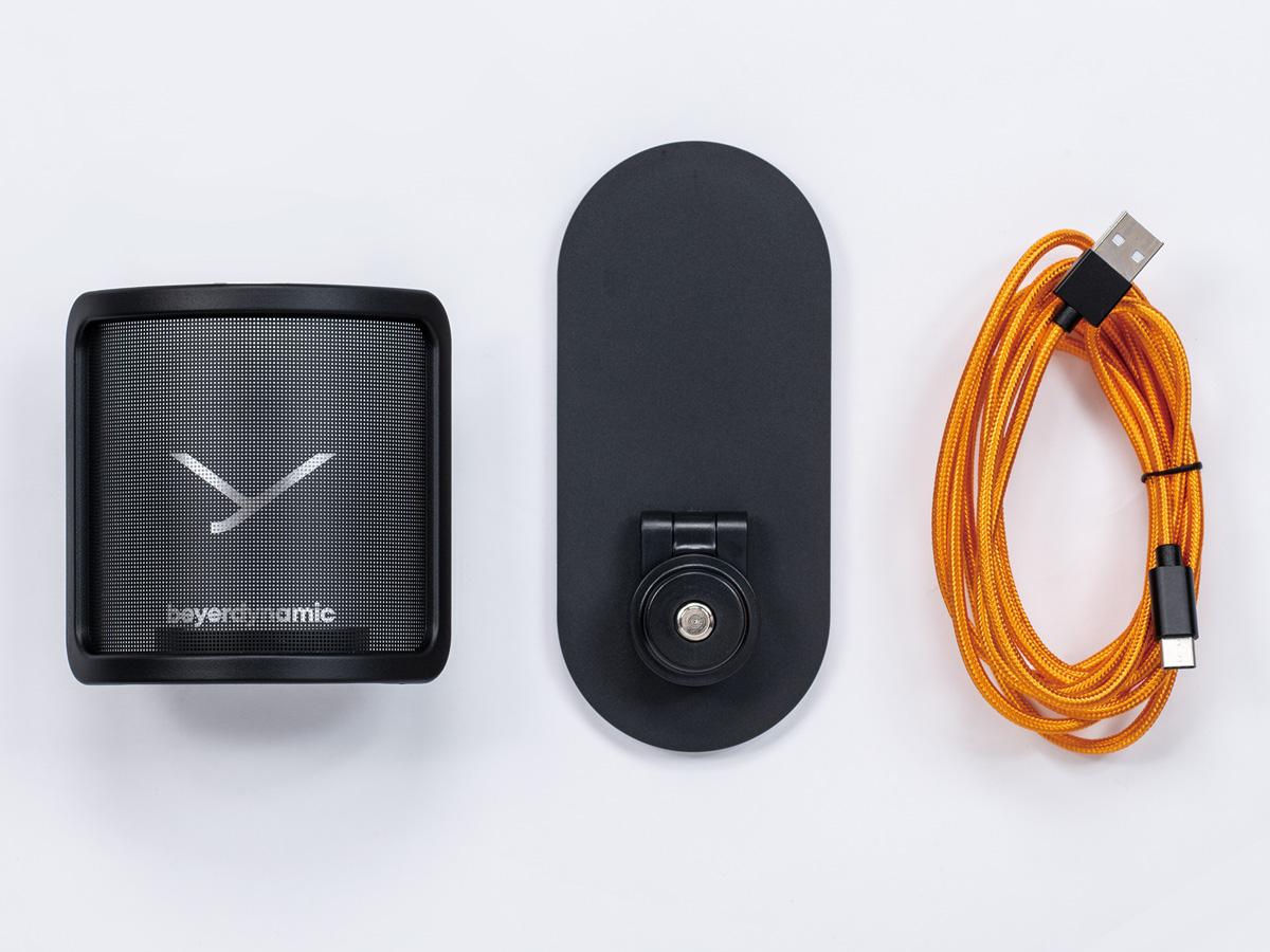 付属品のポップ・ガード、デスク・スタンド、USB-A to Cケーブル