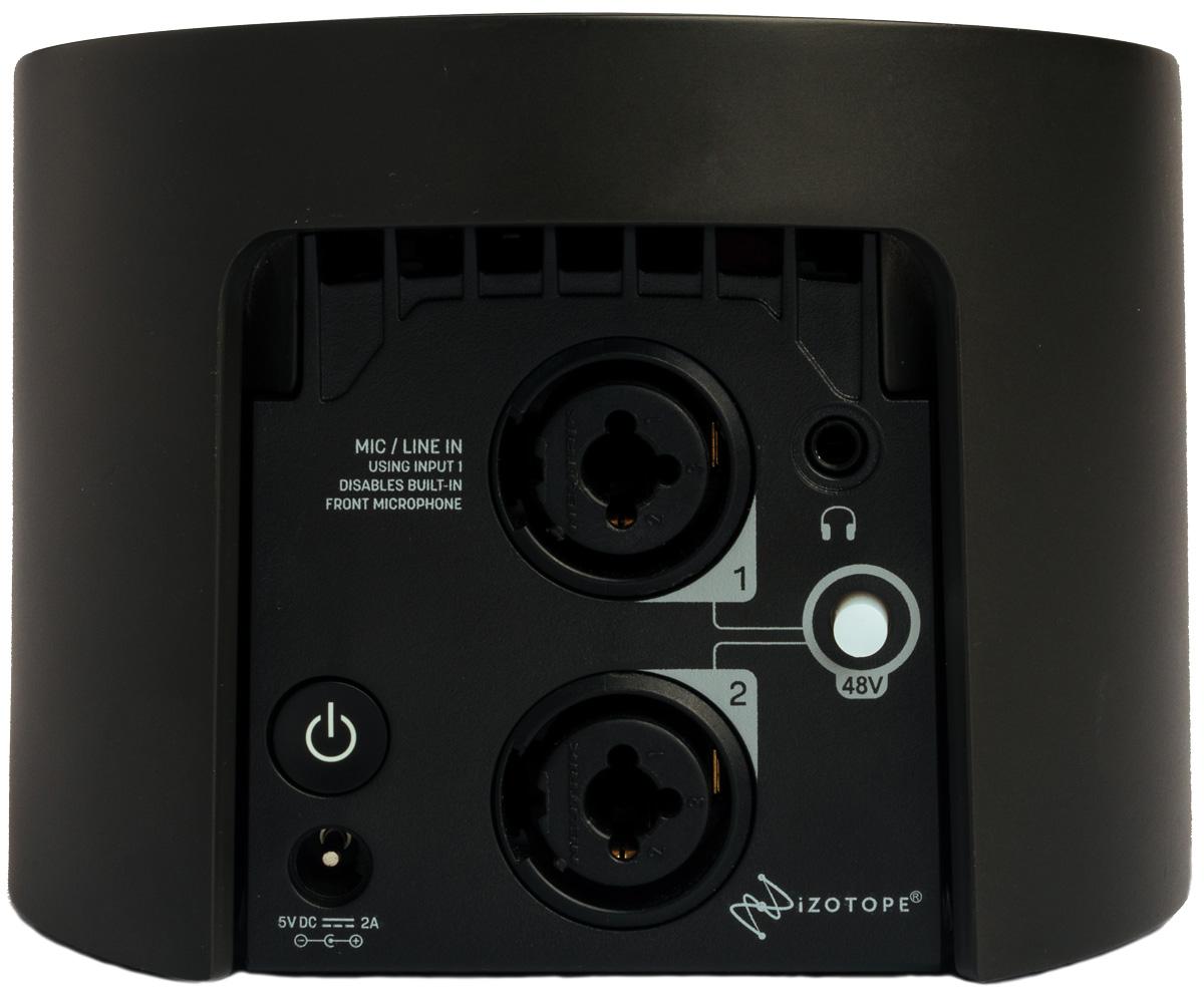 リア・パネル。左から電源ボタン、マイク/ライン・イン1&2(いずれもXLR/フォーン・コンボ)、ヘッドフォン・アウト(ステレオ・ミニ)、48Vファンタム電源ボタンが並ぶ