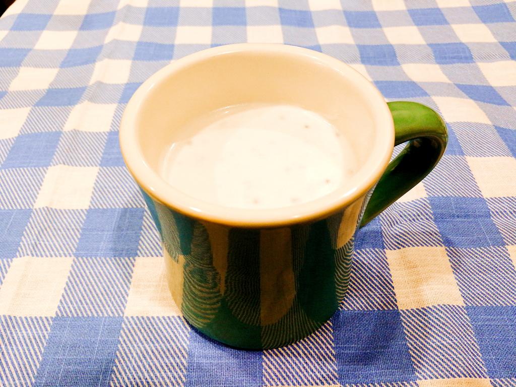 チアシード入り ココナッツホットミルク