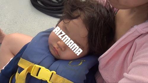 子連れイルカウォッチングで寝る
