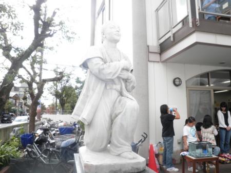 高山右近像(高槻カトリック教会)