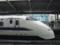 新大阪駅25番線に停車する300系(横から)