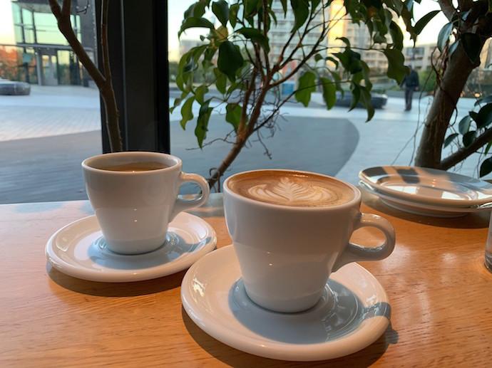 100本のスプーン二子玉川 ホットコーヒ、ホットカフェラテ