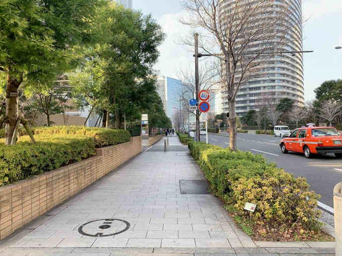 スタバ TSUTAYA 横浜みなとみらい店 駐車場 入り口 付近