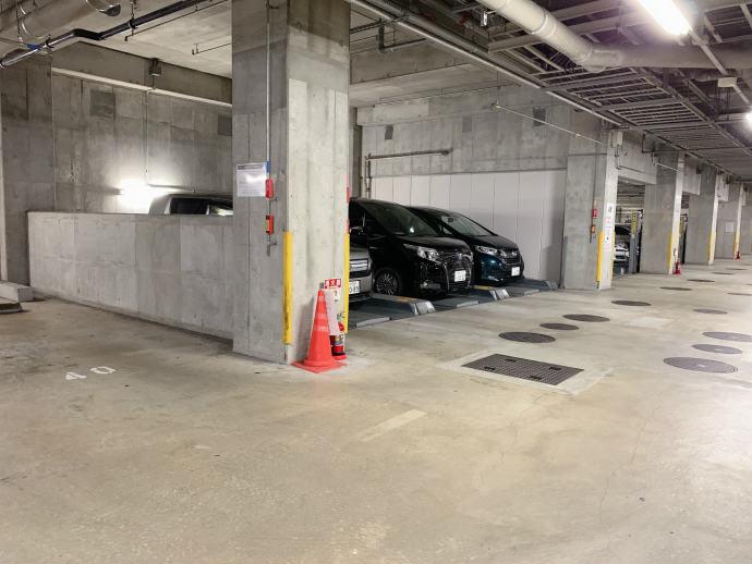 スタバ TSUTAYA 横浜みなとみらい店 地下駐車場