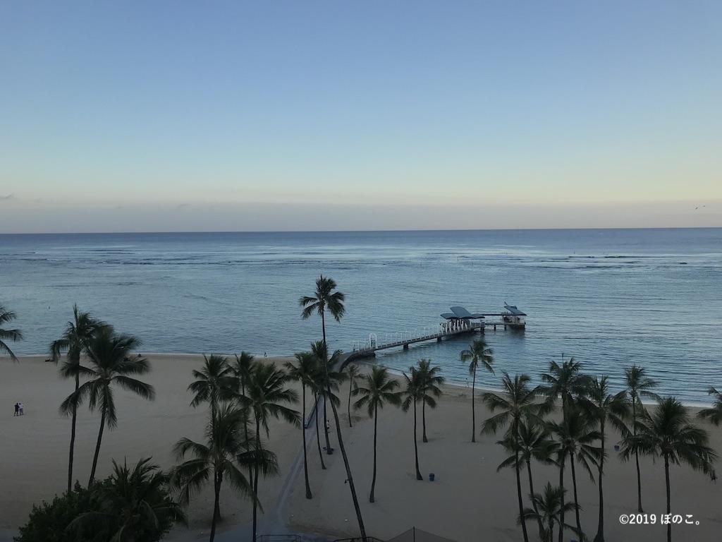 ラナイから見る朝のビーチ