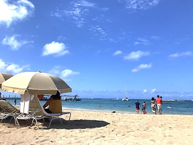 朝のカハナモクビーチ
