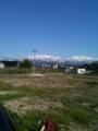 ちょっと遠いけど立山連峰を背景に。