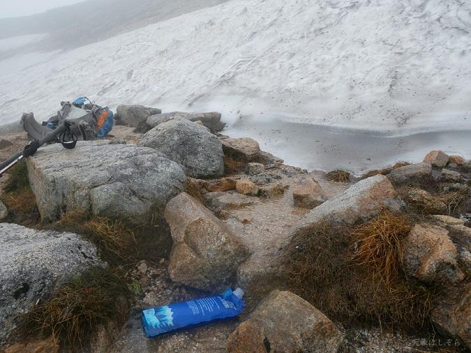 雪渓の水場