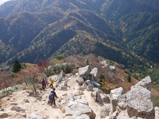 御在所岳を登る登山客