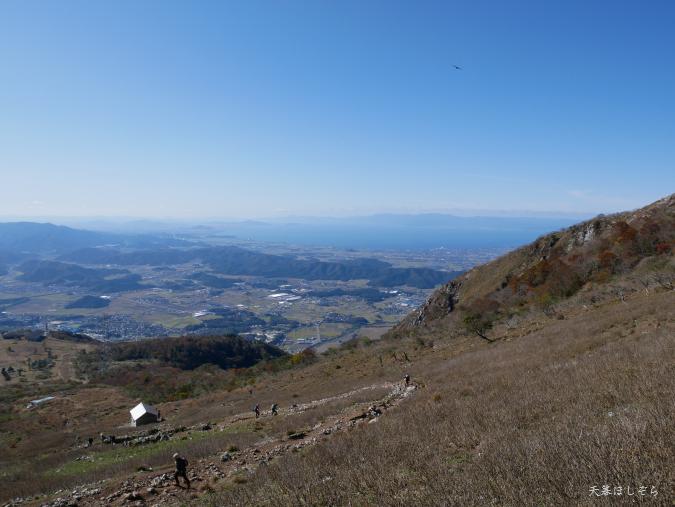 伊吹山と琵琶湖
