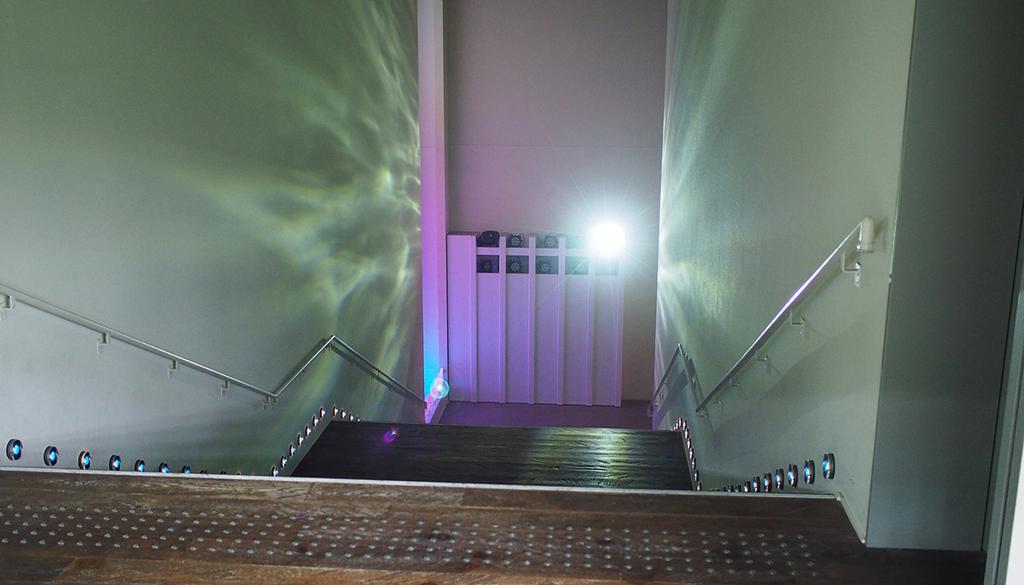 すみだ水族館 入ってすぐの階段