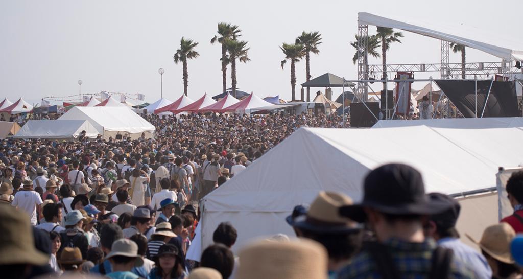 砂浜ステージ たくさんの人