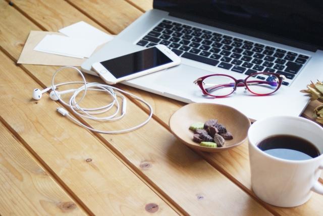 電子機器とコーヒー