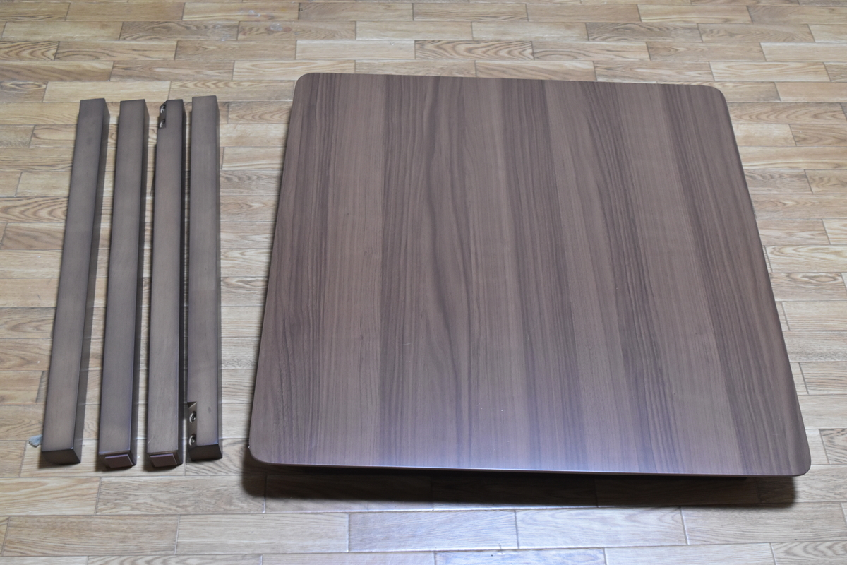 組み立て前のテーブル