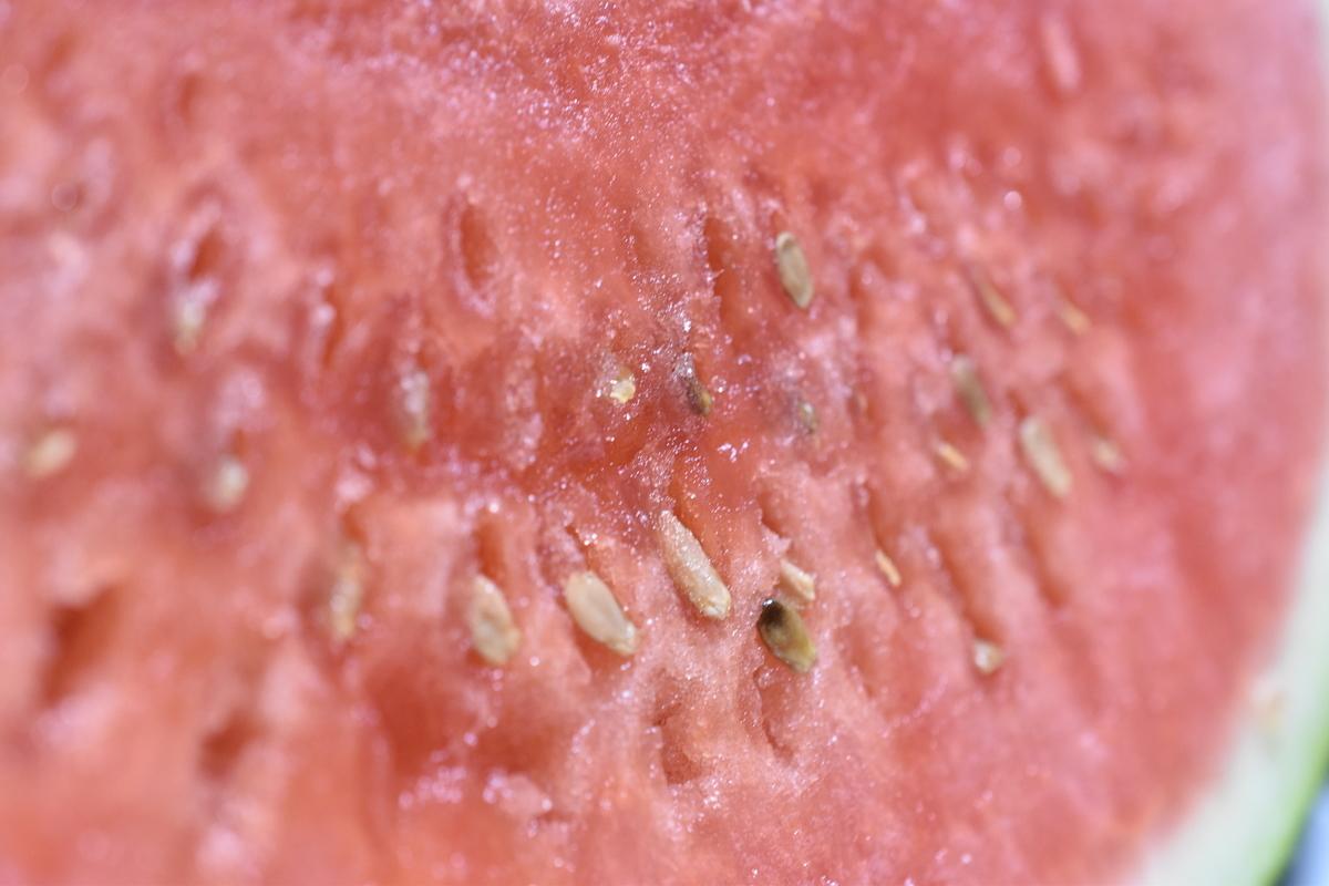 スイカの果肉アップ(露出補正なし)