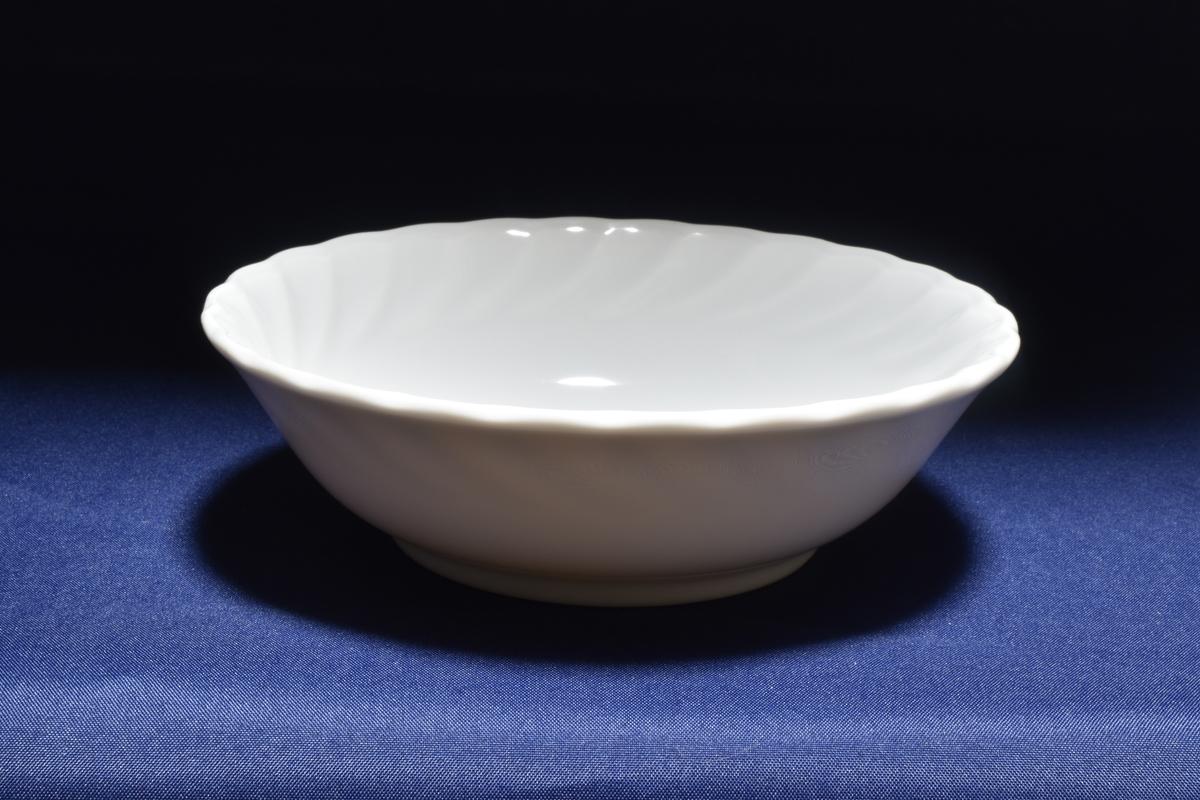 ホワイトバランスをオートに設定して撮影した白いお皿