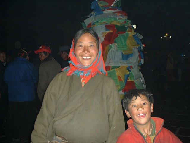 瞳キラキラのチベット親子。