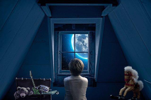 """満月に幼き頃の記憶。いい子より""""変な子""""と言われるほうが嬉しかった☆"""