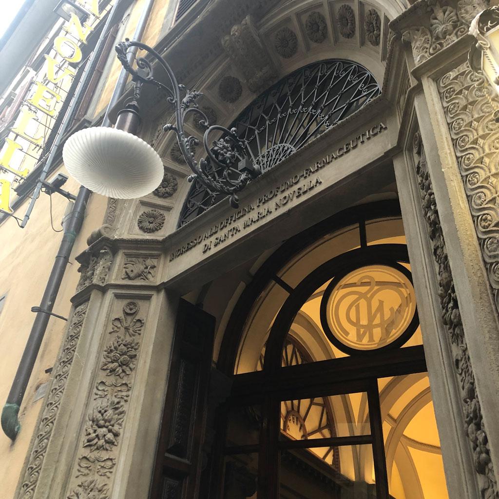 サンタ・マリア・ノヴェッラ薬局の入り口