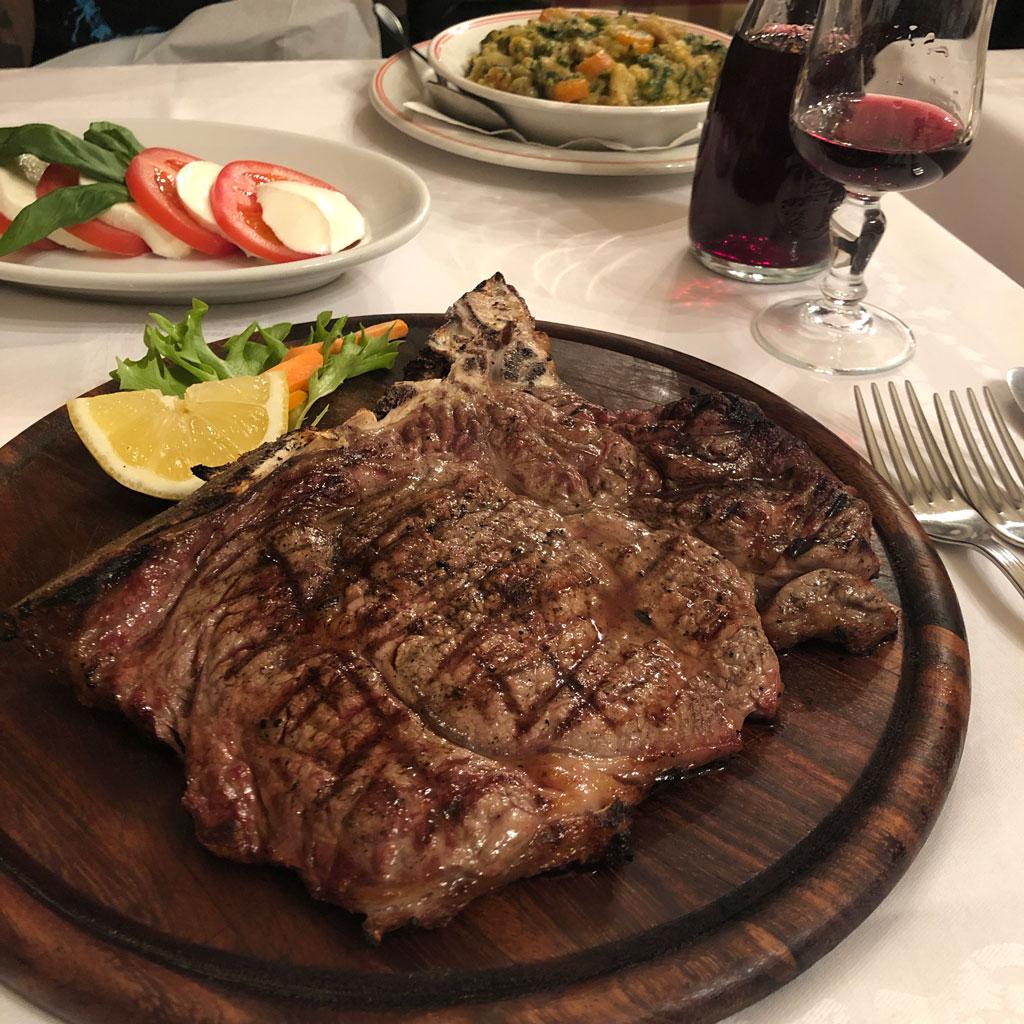 ステーキはこれで500g