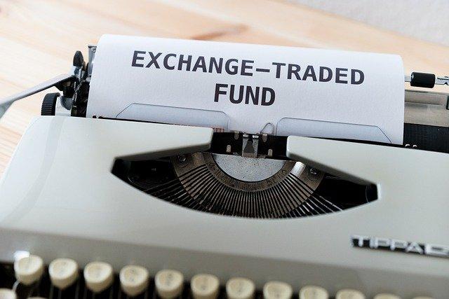 投資信託とETFの違いをわかりやすく解説|オススメは投資信託
