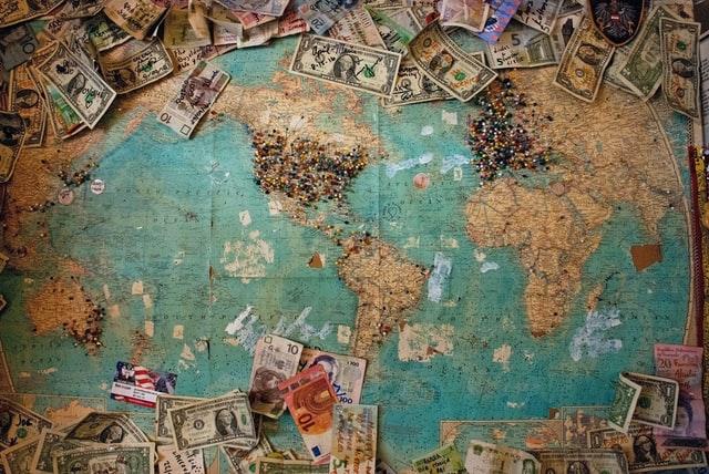 分散投資は銘柄選びだけでは不十分|通貨分散も重要【オススメあり】
