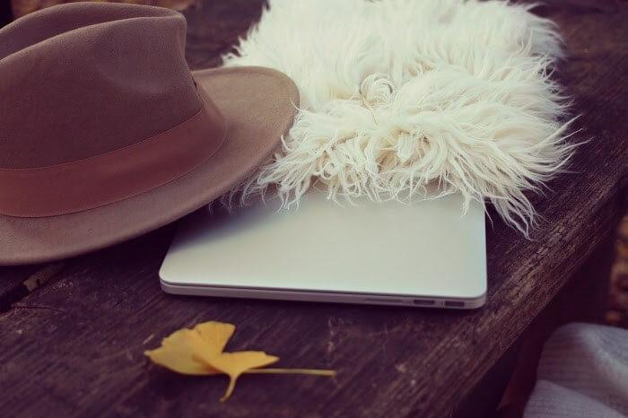 帽子とパソコン