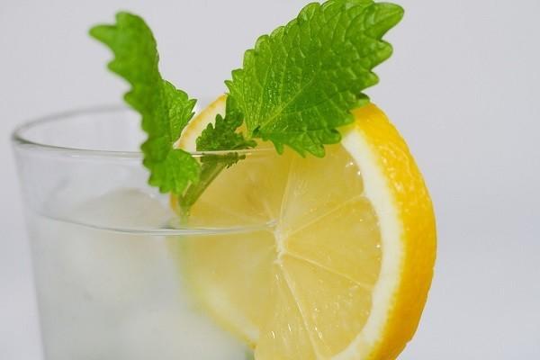 レモンと水