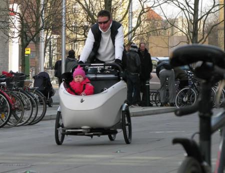 20120908125018 - 【社会】チャイルドシート付き自転車の事故急増、傘や荷物に注意