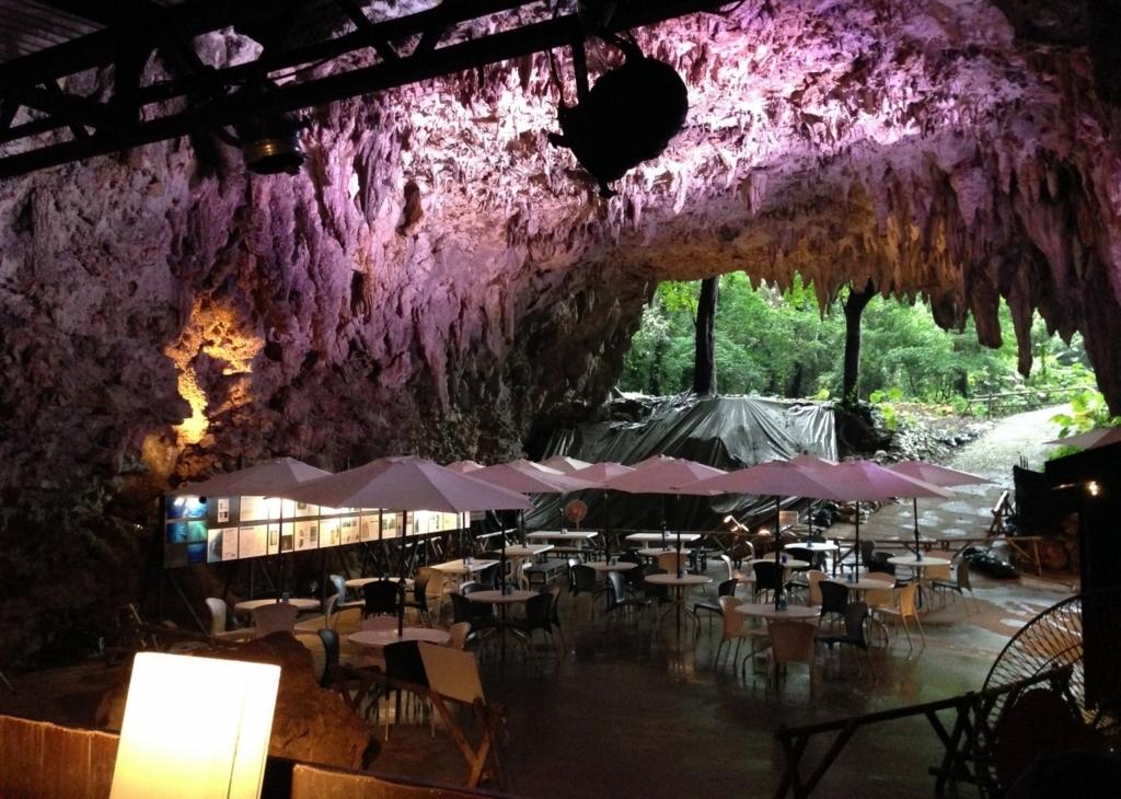 ケイブカフェ(沖縄)、ガンガラーの谷にオープンする神秘的な洞窟カフェ