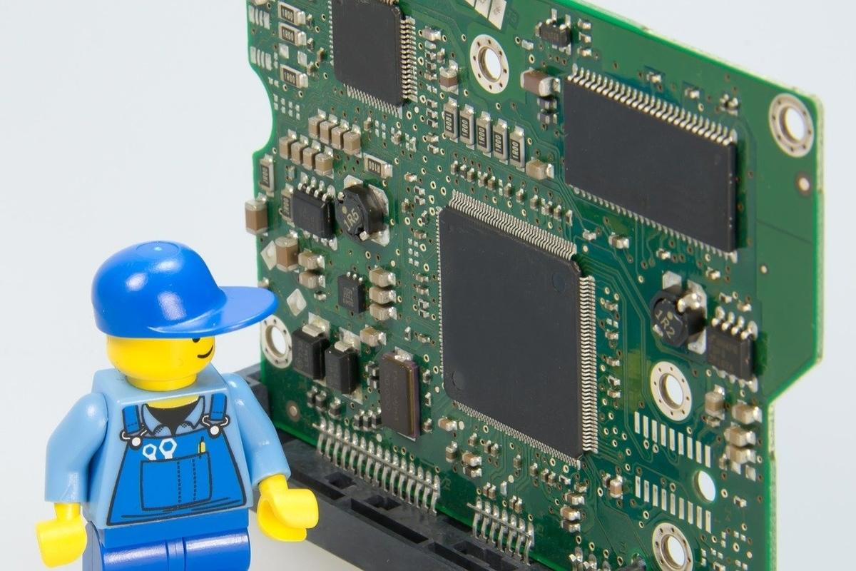 基盤とレゴの修理人