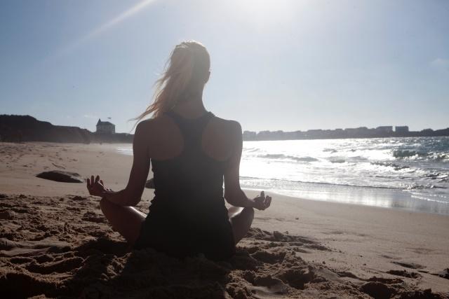 海辺で瞑想