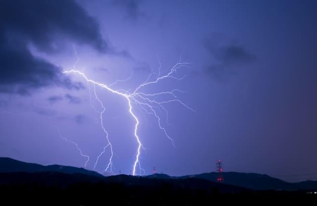 雷が聞こえたらすぐ避難を