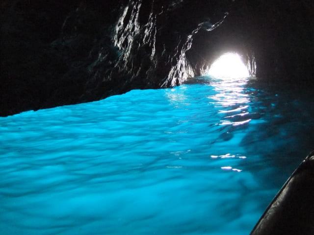 真栄田岬 青の洞窟は有名