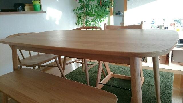 無印良品の丸脚リビング食卓テーブル