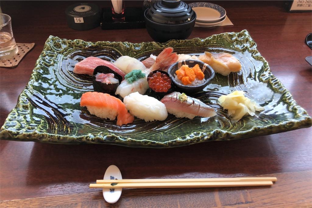 政寿司スペシャルセットの写真:中トロやウニなど、いろとりどりな握り寿司が並べられている。