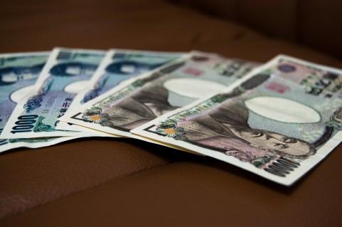 千円札と1万円札