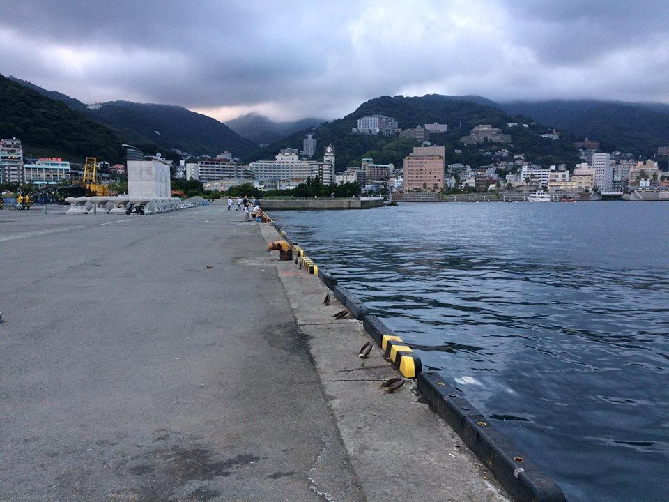 熱海港。かなり良い釣り場だった...